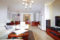 fragment salonu w luksusowej willi do sprzedaży w okolicach Legnicy