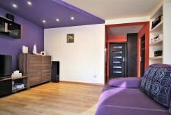 na zdjęciu fragment salonu w nowoczesnym apartamencie w okolicach Krakowa na sprzedaż