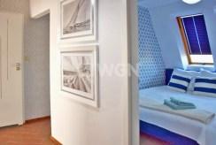 przedpokój i wejście do zacisznej sypialni w luksusowym apartamencie w Słupsku na wynajem