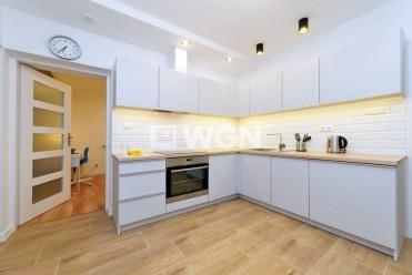 widok na komfortową kuchnię w luksusowym apartamencie do wynajmu w Tarnowie