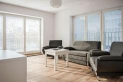 widok na prestiżowy salon w ekskluzywnym apartamencie do wynajmu we Wrocławiu