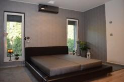 elegancka, zaciszna sypialnia w luksusowej willi w Ostrowie Wielkopolskim na sprzedaż