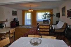 komfortowy salon w luksusowej willi do sprzedaży w okolicach Częstochowy