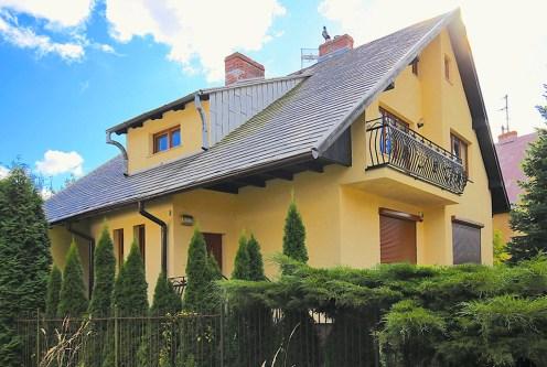 widok od strony ogrodu na ekskluzywną willę do wynajęcia w Szczecinie