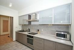 umeblowana i urządzona kuchnia w luksusowym apartamencie w Katowicach na wynajem