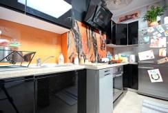 zdjęcie prezentuje nowoczesną kuchnię w luksusowym apartamencie w Szczecinie na wynajem