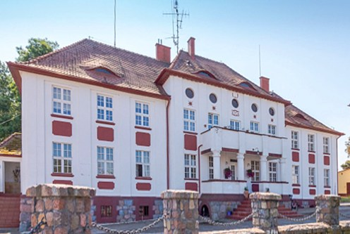 front ekskluzywnego pałacu na sprzedaż w okolicach Koszalina