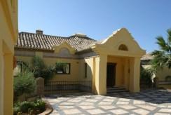 front i reprezentacyjne wejście do ekskluzywnej willi w Hiszpanii (Costa del Sol, Malaga) na sprzedaż