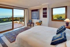 prywatna, zaciszna sypialnia w luksusowej willi do sprzedaży w Hiszpanii (Malaga, Costa del Sol)