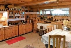 stylowo urządzona kuchnia w luksusowej willi w Ustroniu na sprzedaż