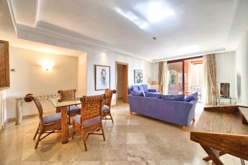 komfortowy salon w ekskluzywnym apartamencie do sprzedaży w Hiszpanii (Costa del Sol, Malaga)