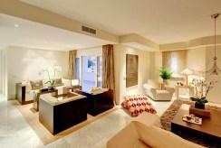 widok z innej perspektywy na luksusowe wnętrze ekskluzywnego apartamentu do wynajęcia w Hiszpanii (Malaga, Costa del Sol)