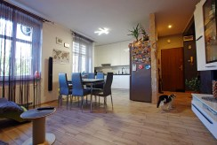 widok na jadalnię w ekskluzywnym apartamencie w okolicach Legnicy na sprzedaż