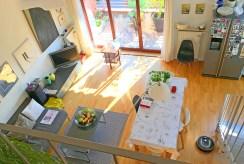 widok z góry na luksusowy salon w ekskluzywnym apartamencie do sprzedaży we Wrocławiu