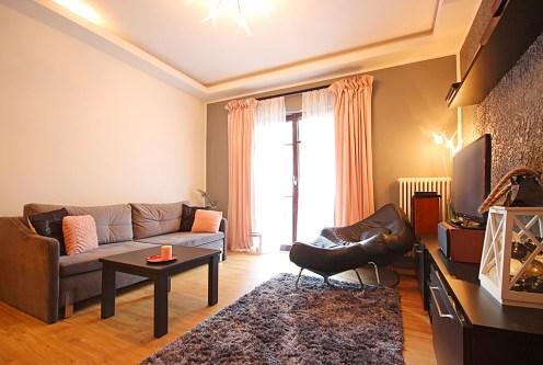 ekskluzywne i prestiżowe wnętrze salonu w luksusowym apartamencie do wynajęcia w Szczecinie
