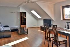 jedno z komfortowych pomieszczeń luksusowego apartamentu do wynajęcia w Bolesławcu