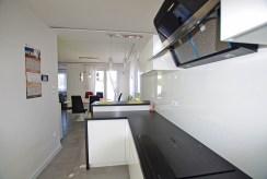 umeblowana i urządzona kuchnia w luksusowej willi do sprzedaży w okolicach Legnicy