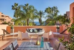 duży, widokowy taras przy luksusowym apartamencie do sprzedaży Hiszpania (Costa del Sol, Estepona)