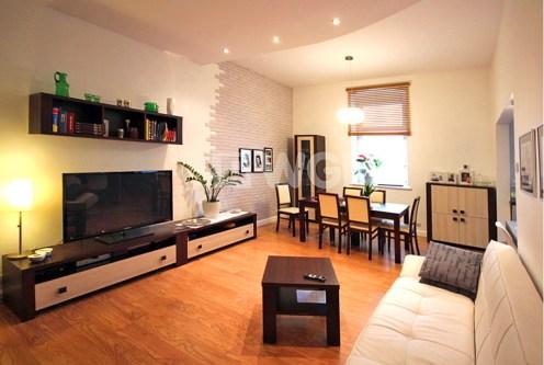 umeblowany w stylu klasycznym salon w luksusowym apartamencie do sprzedaży Szczecin
