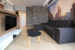 widok z innej perspektywy na prestiżowy salon w ekskluzywnym apartamencie do wynajmu Kraków