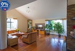 widok z innej perspektywy na prestiżowy salon w luksusowej willi do sprzedaży Konin