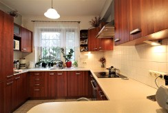 nowocześnie urządzona kuchnia w willi na wynajem Kraków