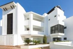 widok na luksusowy apartamentowiec, gdzie znajduje się oferowany na sprzedaż luksusowy apartament Hiszpania (Malaga, Casares)
