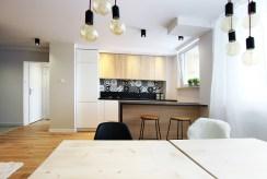 widok od strony jadalni na luksusowe wnętrze ekskluzywnego apartamentu na sprzedaż Katowice (okolice)