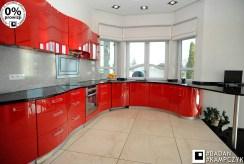 fragment eleganckiej, zabudowanej kuchni w luksusowej willi do sprzedaży Katowice