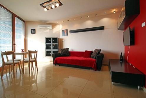 zaprojektowany w nowoczesnym designie salon w ekskluzywnym apartamencie do sprzedaży Kraków