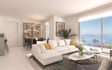 fragment komfortowego salonu w ekskluzywnym apartamencie na sprzedaż Benalmadena, Costa del Sol)