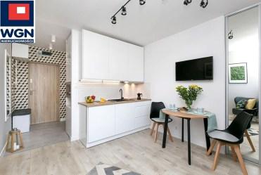 widok z salonu na aneks kuchenny w luksusowym apartamencie do sprzedaży Gdańsk
