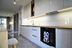 nowoczesna kuchnia w zabudowie w ekskluzywnym apartamencie do sprzedaży Kraków