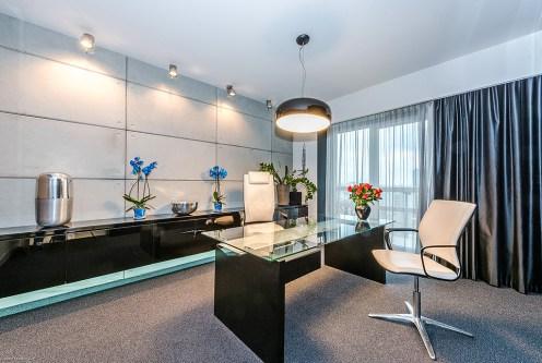 nowoczesny salon w ekskluzywnym apartamencie do sprzedaży Warszawa