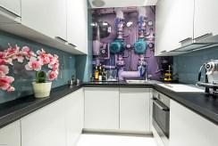 na zdjęciu komfortowa kuchnia w ekskluzywnym apartamencie do sprzedaży Warszawa