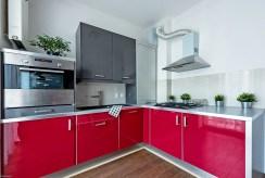 zabudowana kuchnia w ekskluzywnym apartamencie na sprzedaż Warszawa