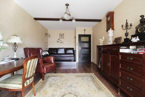 eleganckie wnętrze salonu w ekskluzywnym apartamencie do sprzedaży Kraków