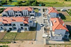 widok z lotu ptaka na prestiżowe osiedle, na którym znajduje się oferowana na sprzedaż luksusowa willa