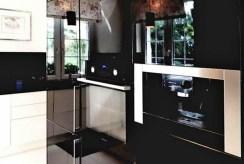 komfortowo i nowocześnie umeblowana kuchnia w ekskluzywnej rezydencji do sprzedaży Częstochowa (okolice)