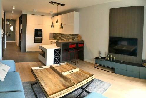 zaprojektowane w nowoczesnym designie wnętrze ekskluzywnego apartamentu do sprzedaży Warszawa