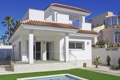 widok od strony basenu na luksusową willę do sprzedaży Hiszpania (Ciudad Quesad)