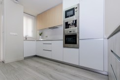 nowoczesna kuchnia w zabudowie w luksusowym apartamencie na sprzedaż Guardamar De Segur (Hiszpania)