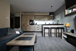 widok z salonu na aneks kuchenny w luksusowym apartamencie na sprzedaż Kraków
