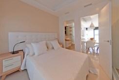 prywatna i zaciszna sypialnia w luksusowym apartamencie do sprzedaży Hiszpania (La Zeni)