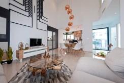 fragment salonu w luksusowej willi na sprzedaż Hiszpania (Ciudad Quesad)