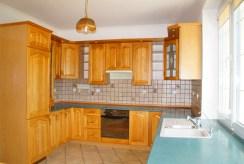 stylowo zabudowana kuchnia w luksusowej willi na sprzedaż Słupsk (okolice)