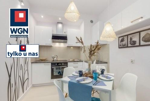 widok z salonu na kuchnię w ekskluzywnym apartamencie do sprzedaży Gdańsk