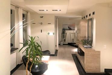 przestronny przedpokój w luksusowej willi na sprzedaż Bielsko-Biała (okolice)