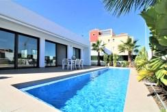basen przy luksusowej willi do sprzedaży Hiszpania (Santiago De La Riber)