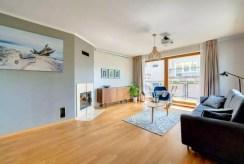 widok na salon oraz taras przy luksusowym apartamencie na sprzedaż Gdynia